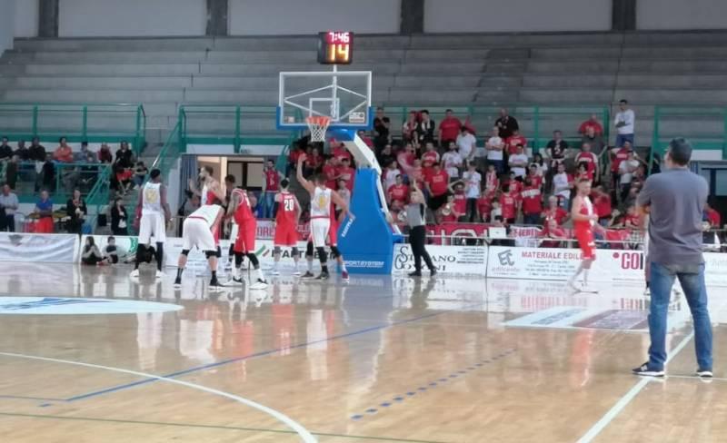 Al Giulianova Basket 85 non bastano 30' di buon basket per espugnare Cento