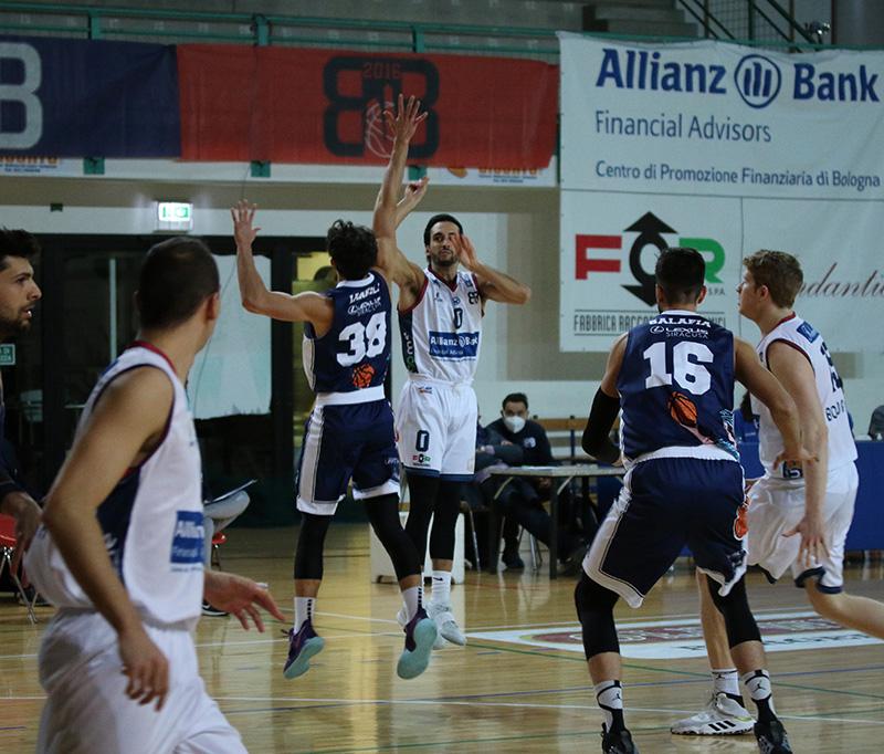 Il Bologna Basket 2016 batte Ragusa in casa (74-66) e mantiene la testa della classifica