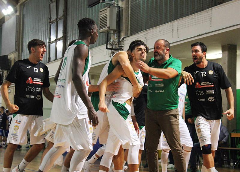 Spettacolo al Palalosito: Corato supera 75-66 Matera dopo un overtime