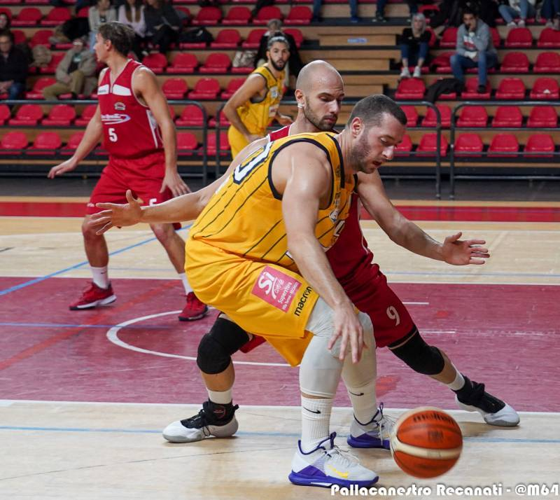 Il Basket Gualdo mette in difficoltà la difesa recanatese