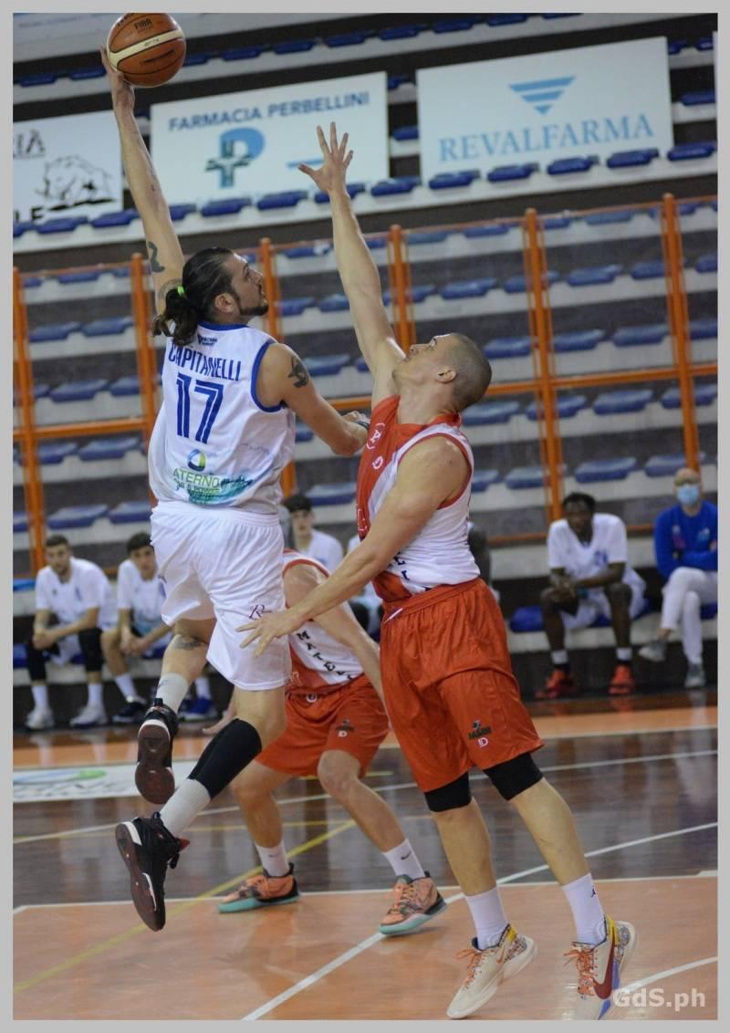 Pescara Basket prima domina, poi rischia l'inverosimile ma alla fine supera un mai domo Matelica