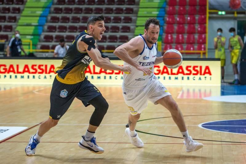La Tezenis esce dai playoff: Torino vince all'Agsm Forum 56-61
