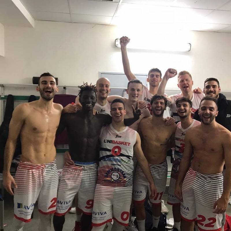 Il derby d'Abruzzo è rossonero: Capitan Martelli trascina l'Unibasket alla vittoria